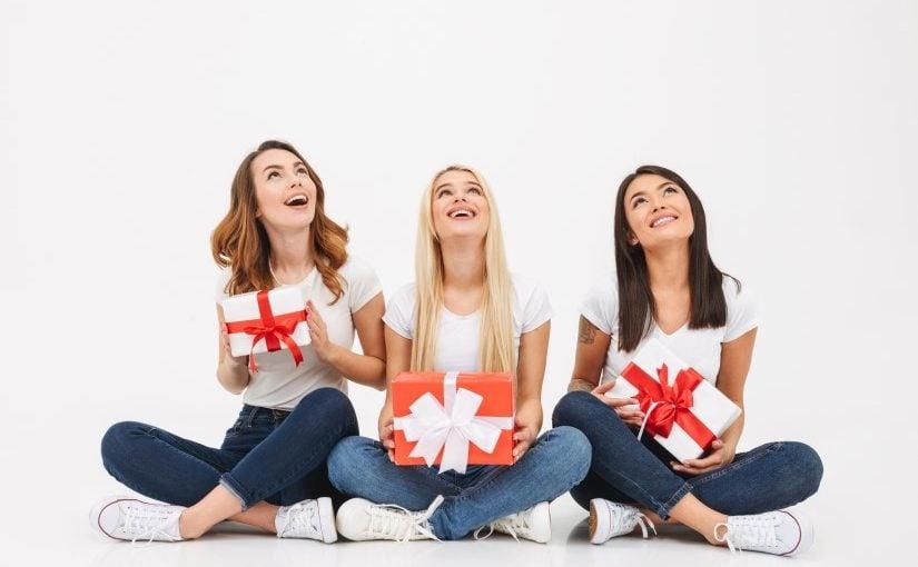 3 veinder der har givet hinanden en gave