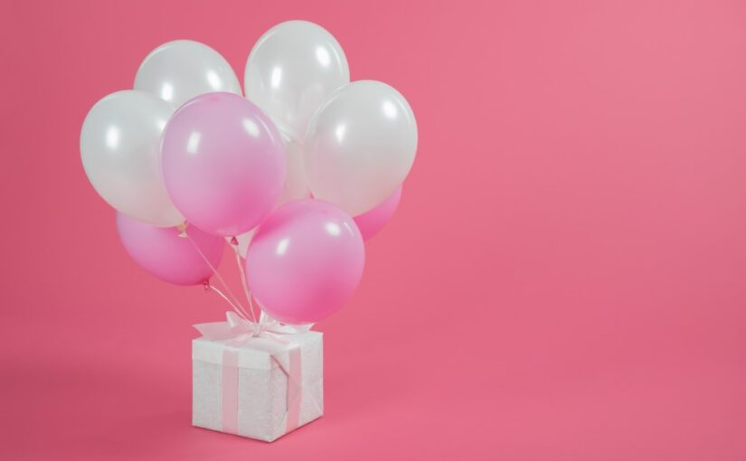 Lad balloner være en del af indpakningen til venindegaven